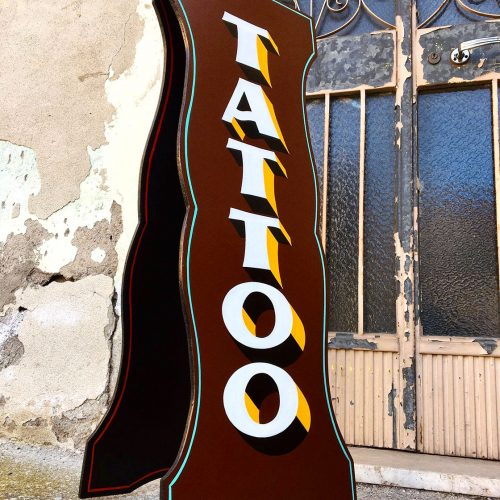 Cartello bifacciale tattoo - insegna dipinta a mano Tattoo